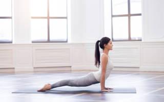 Терапевтические позы йоги: Урдхва Мукха Шванасана (собака мордой вверх), лечебная физкультура при остеохондрозе