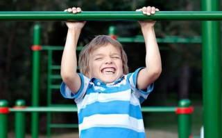 Как научить ребенка подтягиваться на турнике С какого возраста можно подтягиваться на турнике О пользе турника для детей и правилах успешной тренировки