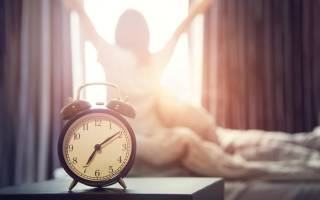 Как просыпаться утром бодрым и выспавшимся: во сколько лечь спать и как ложиться вовремя