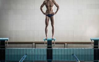 Реально ли накачать мышцы в бассейне