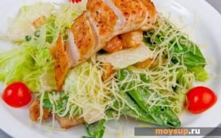 Салат «Цезарь» с курицей, креветками, семгой: пищевая ценность и калорийность салата «Цезарь»