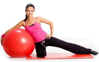 Как использовать фитбол для растяжки позвоночника, чем полезна растяжка на фитболе, как делать растяжку на фитболе, упражнения с фитболом на растяжку видео