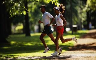 Бег для начинающих: плюсы и минусы бега по утрам, график утренней пробежки для похудения