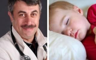 Почему у ребенка сильно потеет голова во время сна и что нужно делать